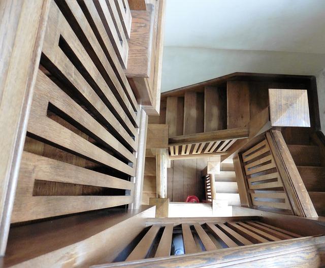 Co trzeba wziąć pod uwagę budując schody?