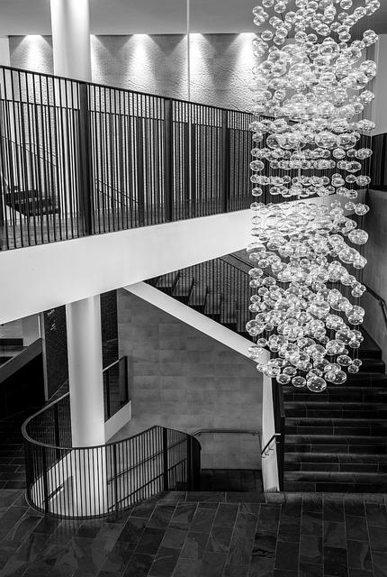 Drewniane schody dywanowe, kręcone czy wspornikowe?